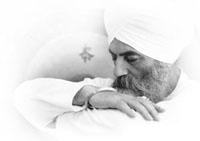 yogi_bhajan_round-2